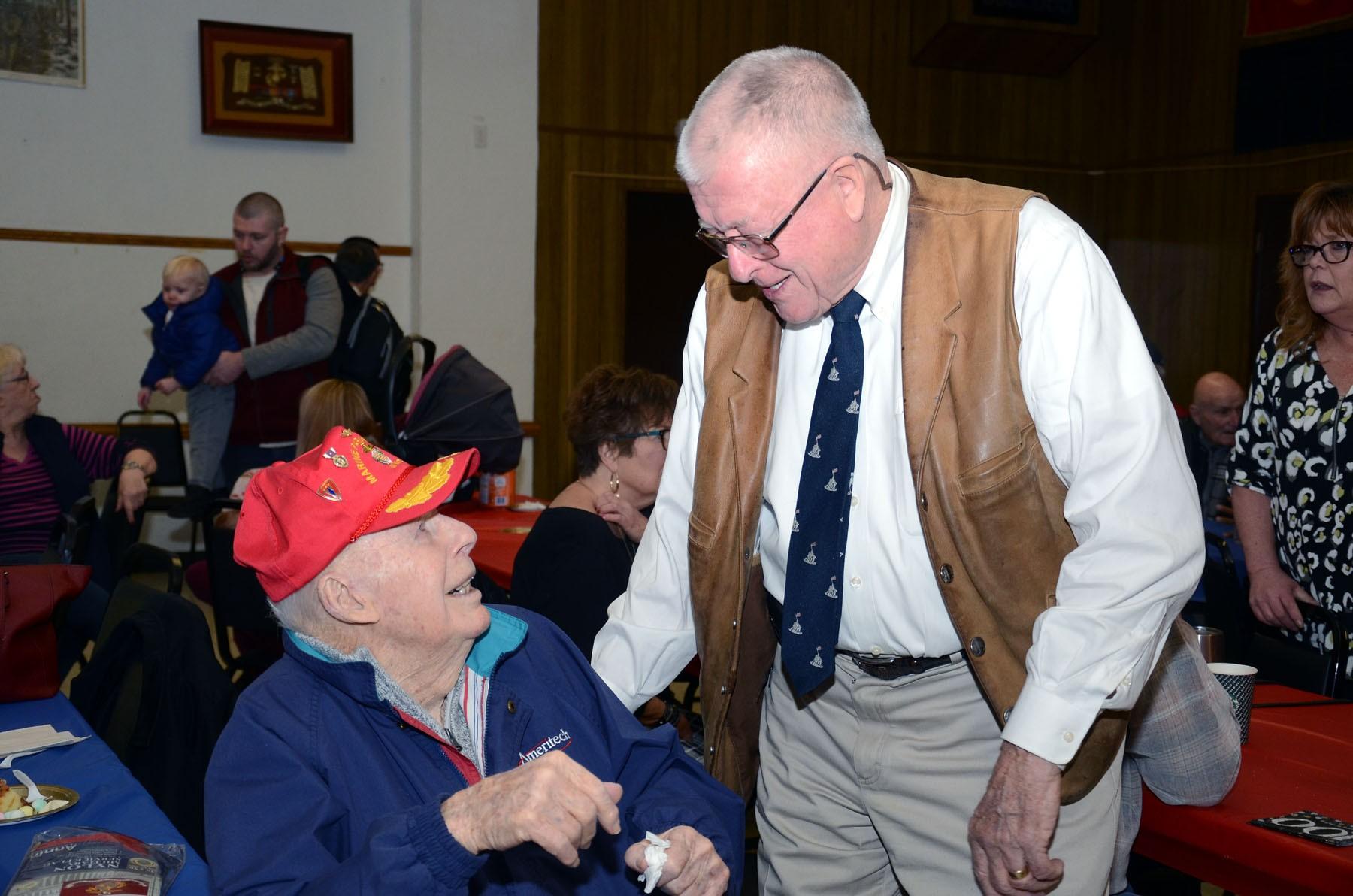 Tom Siefke talks with Walt Churchill Jr. (Press photo by Ken Grosjean)